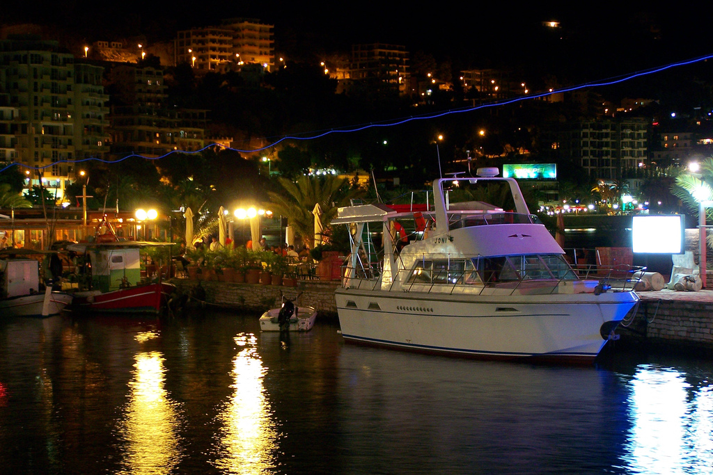 saranda-by-night2