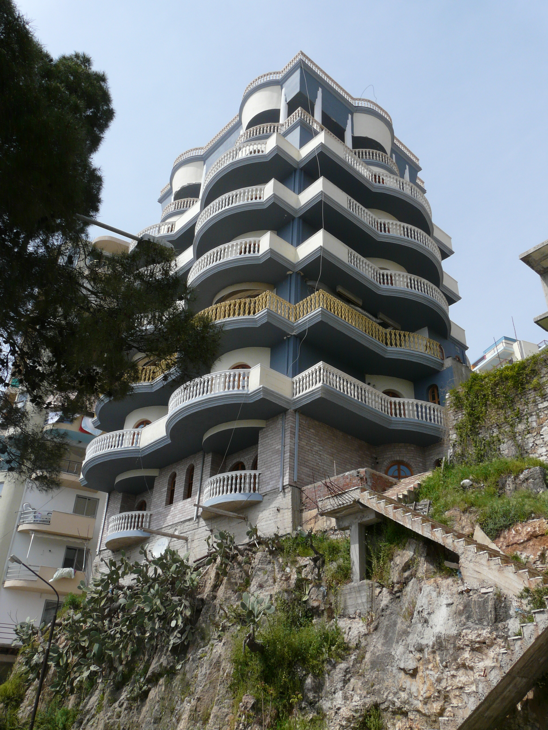 saranda-building